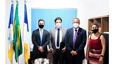 Em Goianorte, secretário Tom Lyra se reúne com prefeita da cidade e representantes de empresa de extração de minério