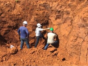 geólogos trabalhando na mineração